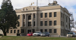 Richardson County Courthouse in Falls City