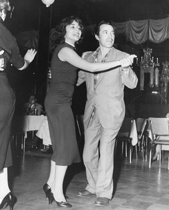 Tin Tan dancing with singer and actress Flor Silvestre, his co-star in ¡Paso a la Juventud..! and Escuela de Verano