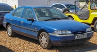 1994 Ford Mondeo LX 1.8 Front.jpg
