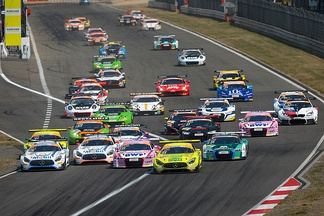 The start of an ADAC GT Masters race, featuring several Group GT3 manufacturers