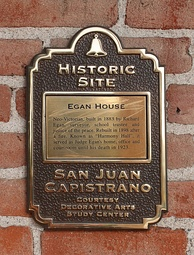 Plaques are used to identify historic sites of the city.