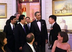 Jackie Chan joins US President Barack Obama to welcome China's President, Hu Jintao, to the state dinner at the White House on 19 January 2011.