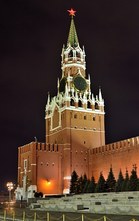 Spasskaya tower at night, December 2015