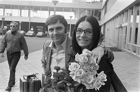 Nana Mouskouri with her first husband Georges Petsilas in the Netherlands in 1971