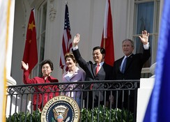 Presidents George W. Bush, and Hu Jintao with first ladies Laura Bush, and Liu Yongqing wave from the White House in April 2006.