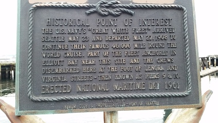 Historical marker in Seattle that notes the 1908 arrival of the Fleet.