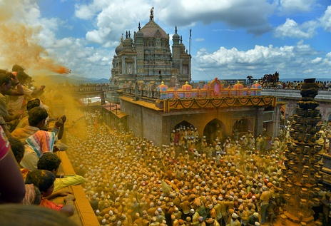 Khandoba's newer temple in Jejuri, where devotees shower turmeric powder (bhandara) on each other