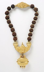 A necklace with linga-containing pendant is constantly worn by the Lingayats.[91]