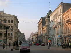 Rubinstein grew up on Piotrkowska Street, Łódź, Poland