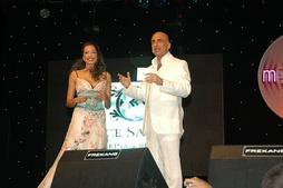Azra Akın (left) and Serhat during 2004 Megahit-International Mediterranean Song Contest.