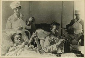 Occupational therapy during WWI: bedridden wounded are knitting.