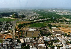Aerial view of Bayamón, with the Universidad Metropolitana spanning the highway