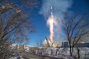 Expedition 54 Launch (NHQ201712170009).jpg