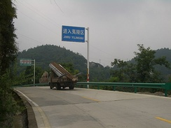 In Yiling, Yichang, Hubei, text on road signs appears both in Chinese characters and in Hanyu Pinyin