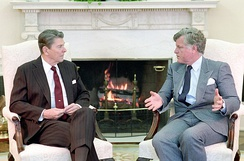 Kennedy with President Ronald Reagan in 1986