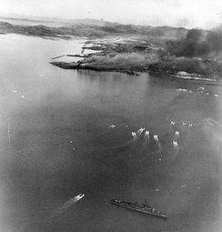Landing craft approach Blue Beach during the Inchon landings on 15 September 1950, covered by the U.S. Navy destroyer USS De Haven (DD-727) (bottom center).