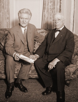 Socialist Party of America ally Robert M. La Follette (left) attempted to build a broad labor alliance during the 1924 campaign and here meets with Samuel Gompers of the American Federation of Labor