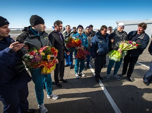 Soyuz TMA-06M crew members are greeted at the Kostanay Airport