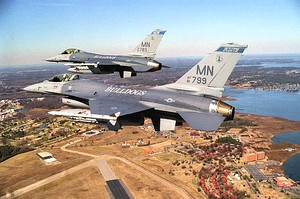 179th Fighter Squadron F-16s over Duluth IAP 2002.jpg