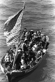 Vietnamese refugees fleeing Vietnam, 1984