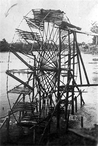 Water wheel in Djambi, Sumatra, c. 1918