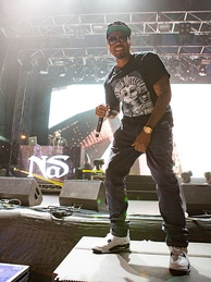 Nas performing at the 2015 Sugar Mountain festival, Melbourne, Australia