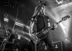 Brent Hinds (left) and Troy Sanders (right) in May 2014