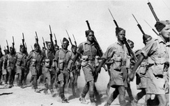 Soldiers of the 2nd NZEF, 20th Battalion, C Company marching in Baggush, Egypt, September 1941.