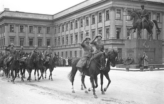 German horse artillery parading before the Saxon Palace, autumn 1939.  Hitler also, in his Mercedes, took part in a parade before the Saxon Palace.