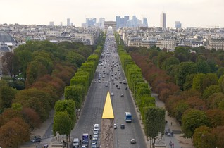The historical axis, looking west from Place de la Concorde (the Obelisk of Luxor is in the foreground).