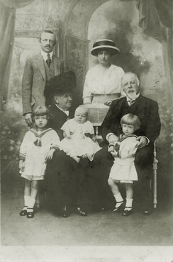Isabel, de jure Empress of Brazil, and the Count of Eu with their son Prince Luís, his wife and children, 1913