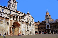 Piazza Grande, with the Cathedral and the Communal Palace.