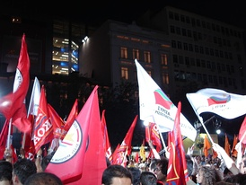 Coalition supporters in a 2007 rally in which flags of Synaspismós, AKOA, DIKKI and Kokkino can be seen as well as those of the coalition itself