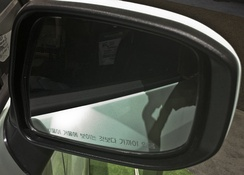 "Wing mirror on Korean-specification vehicle. Legend in Korean reads ""Objects in mirror are closer than they appear""."