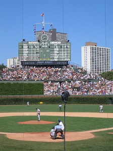 Wrigley Field, before the 2005–2006 remodeling, with juniper-filled Batter's Eye section visible.