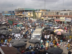 Congestion at a market in Abidjan