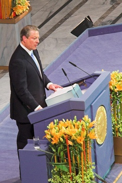 Gore receives the Nobel Peace Prize in the city hall of Oslo, 2007