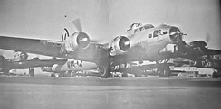 B-17G Flying Fortresses taxiing at MacDill AAF, Florida, 1944