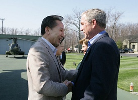 Lee shakes hands with United States President George W. Bush upon his arrival at Camp David, Maryland, United States, 18 April 2008.