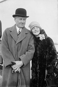 Bennett with husband Fred Niblo in 1926