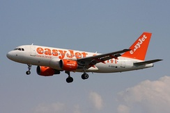 easyJet Airbus A319 wearing the former livery