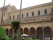 Северный фасад собора с портиком Гаджини