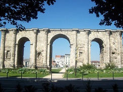 "Porte de Mars, which belongs to the 3rd or 4th century""[4]"