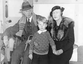 Thompson with Lewis and son in 1935
