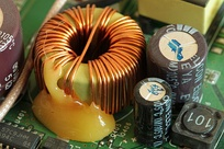 Toroidal inductor in the power supply of a wireless router