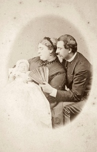 Mary as an infant with her parents