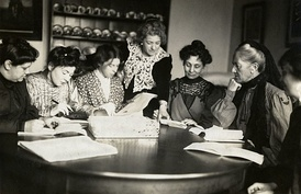 Meeting of Women's Social and Political Union (WSPU) leaders, Flora Drummond, Christabel Pankhurst, Annie Kenny, Emmeline Pankhurst, Charlotte Despard with two others. 1906 - 1907