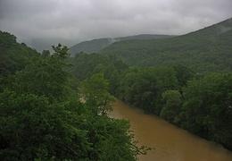 Вид на реку Псекупс со скалы Петушок.