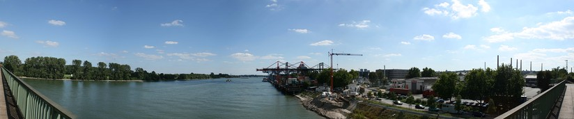 View to the Rheinreede, container cranes 2007, laid down in 2010.