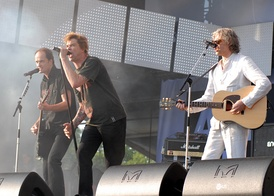 Geldof performing with Die Toten Hosen at Your Voice Against Poverty concert in Rostock, Germany on 7 June 2007